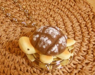 チョコメロンパンかめさんのバッグハンガー